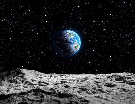 SpaceX announces private mission to moon in 2018
