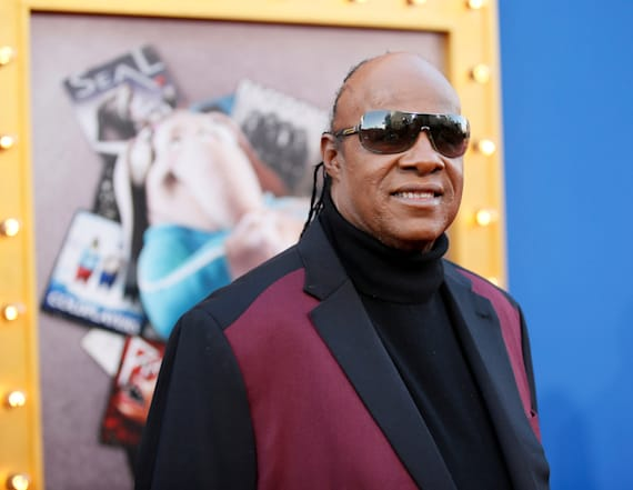 Stevie Wonder surprises with 'Superstition' duet