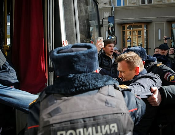 Russian opposition leader arrested during protest