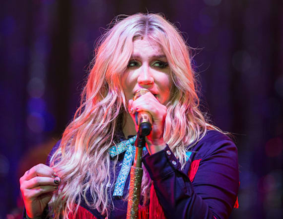 Kesha posts topless photo on Instagram