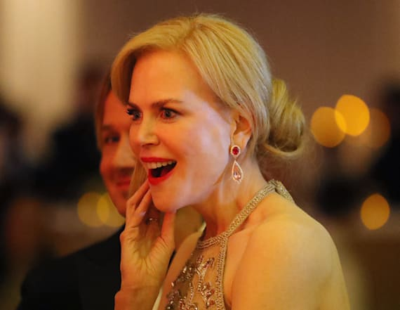 Nicole Kidman claps her hands in odd way
