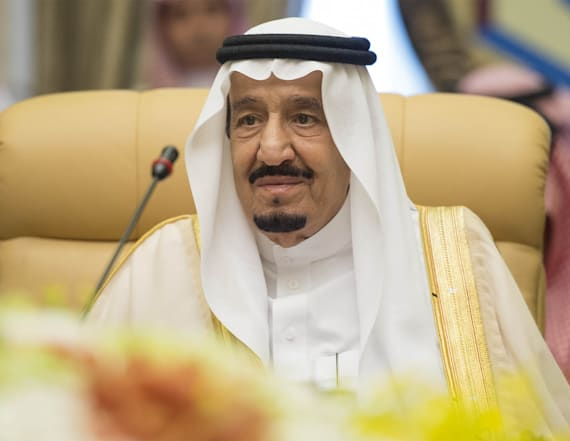 Saudi king travels with 620 person entourage