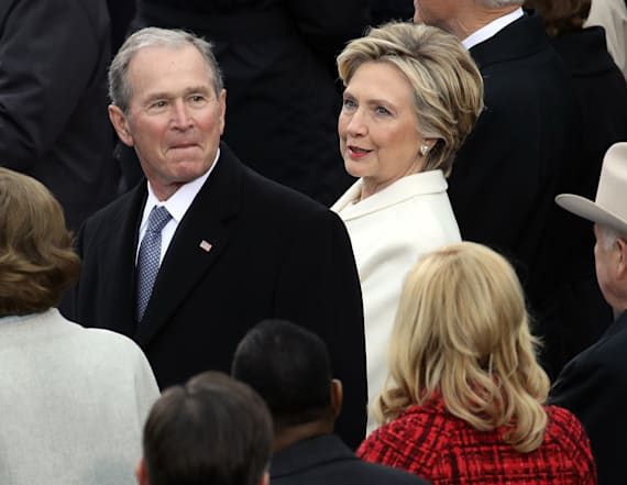 Clinton tweets as she arrives at the inauguration