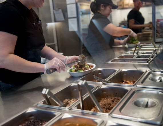 Chipotle grows for first time since E. coli crisis