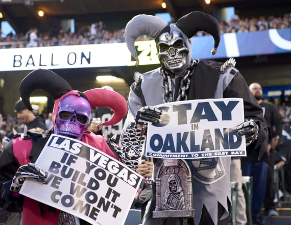 Oakland Raiders apply to move to Las Vegas