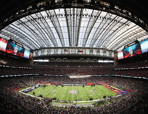 Prices for food, beer at Super Bowl are outrageous