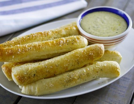 Best Bites: Garlic breadsticks with alfredo dip