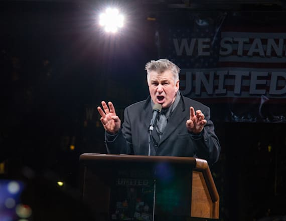 Alec Baldwin does Trump impression at rally