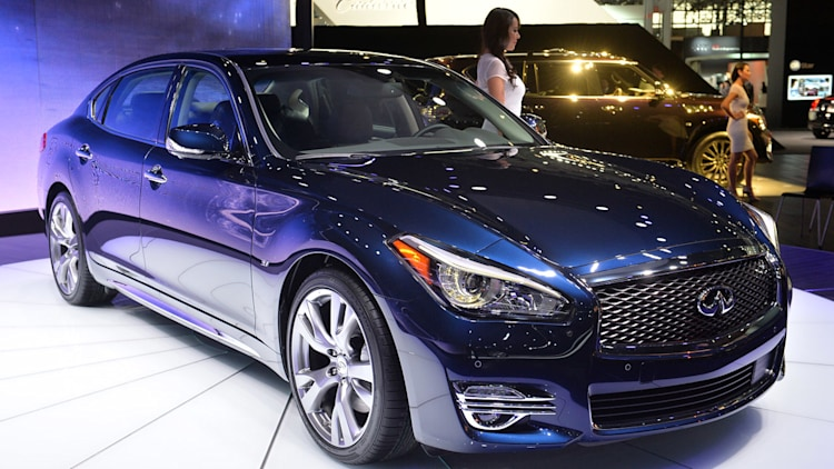 2015 infiniti q70 stretches out in nyc. Black Bedroom Furniture Sets. Home Design Ideas