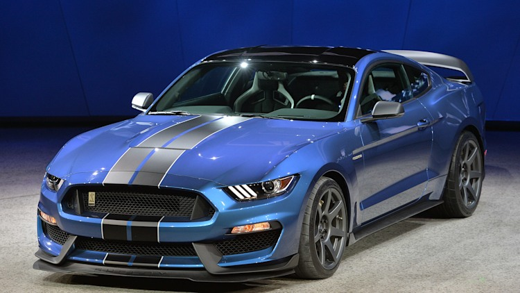 2016 ford shelby gt350r detroit 2015 photo gallery autoblog. Black Bedroom Furniture Sets. Home Design Ideas