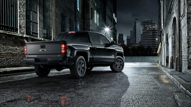 chevy silverado midnight edition coming to chicago. Black Bedroom Furniture Sets. Home Design Ideas