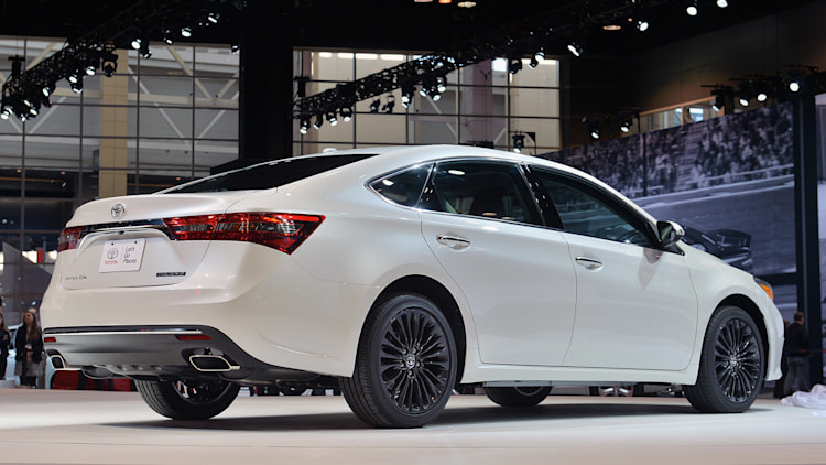 2013 toyota avalon first drive photo gallery autos post. Black Bedroom Furniture Sets. Home Design Ideas