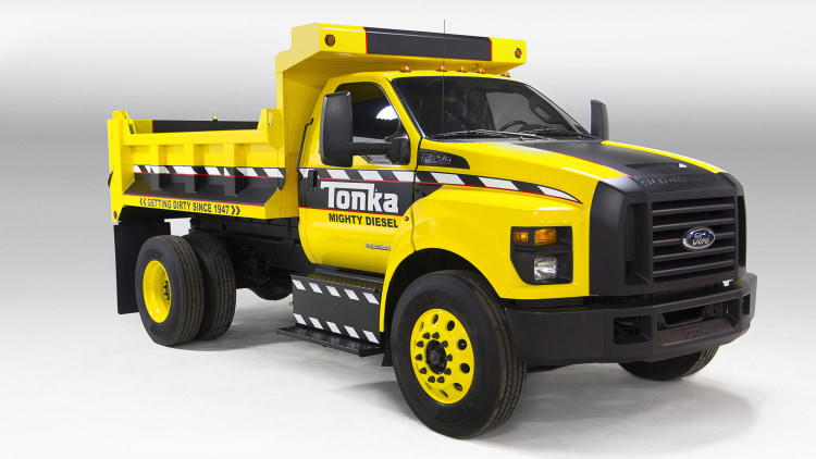 ford highlights new f 650 and f 750 with full size tonka show truck w videos. Black Bedroom Furniture Sets. Home Design Ideas