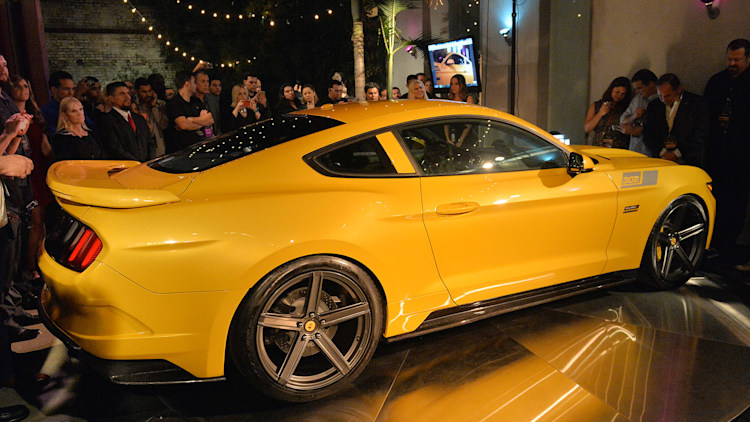 2015 saleen 302 black label mustang unveiled with 730 horsepower. Black Bedroom Furniture Sets. Home Design Ideas