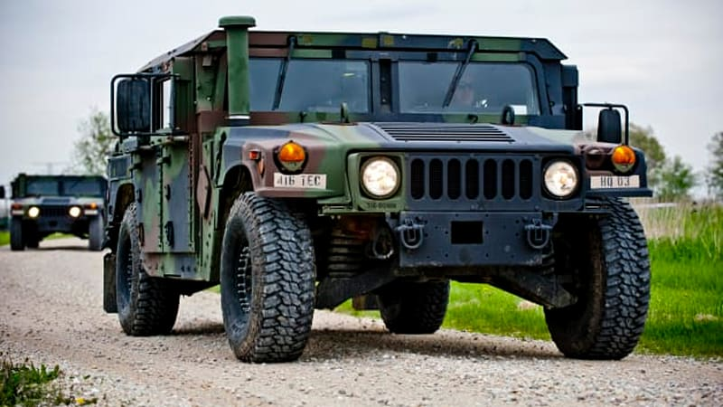 army 39 s first surplus humvee auction brings in 744 000 autoblog. Black Bedroom Furniture Sets. Home Design Ideas
