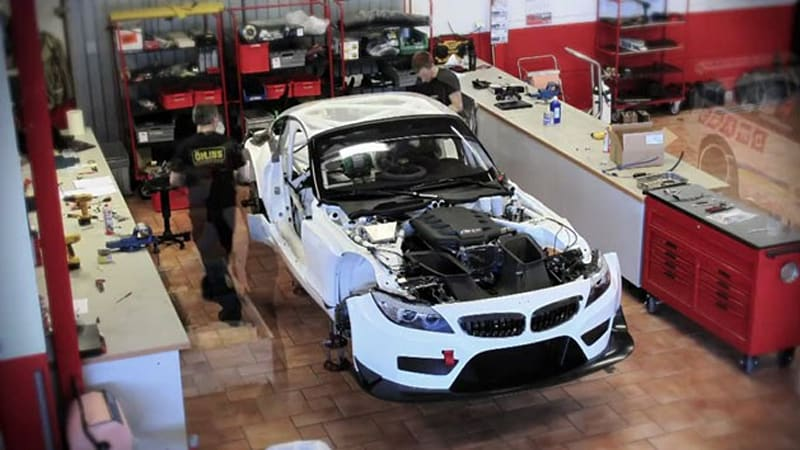 video how to build a bmw z4 gt3 in 600 hours autoblog. Black Bedroom Furniture Sets. Home Design Ideas