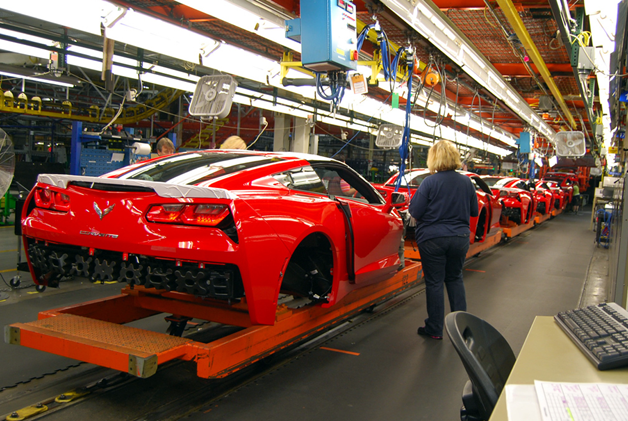 tour the chevy corvette stingray 39 s bowling green plant with us. Black Bedroom Furniture Sets. Home Design Ideas