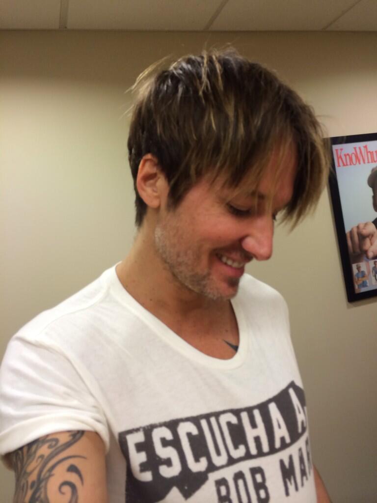 Magnificent American Idol39 Judge Keith Urban Cuts Off His Long Hair Cambio Short Hairstyles Gunalazisus