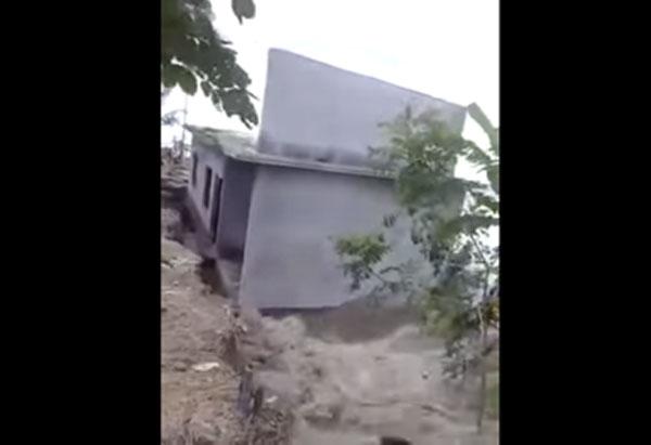 海边的房子片刻被大海吞噬了!地面沉降的时刻太大[视频]