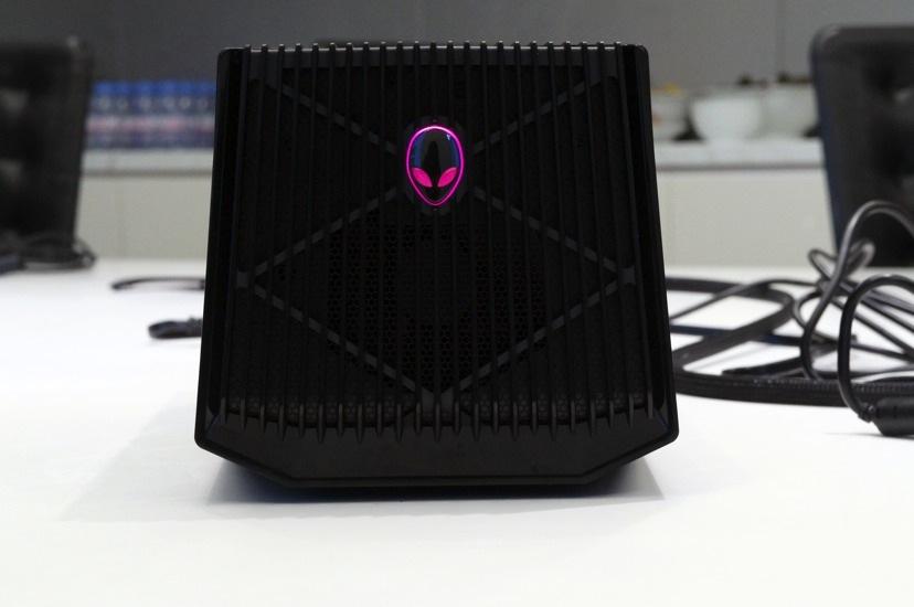 מדהים Alienware's got a massive $300 dock for your new graphics card MB-03