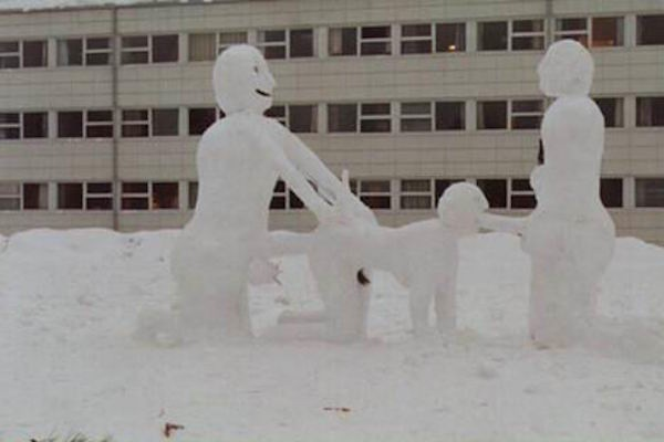 funny winter photos, funny snow photos, idiots in winter, snowmen threeway