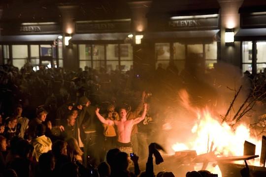 Steelers fans riot after Super Bowl 43