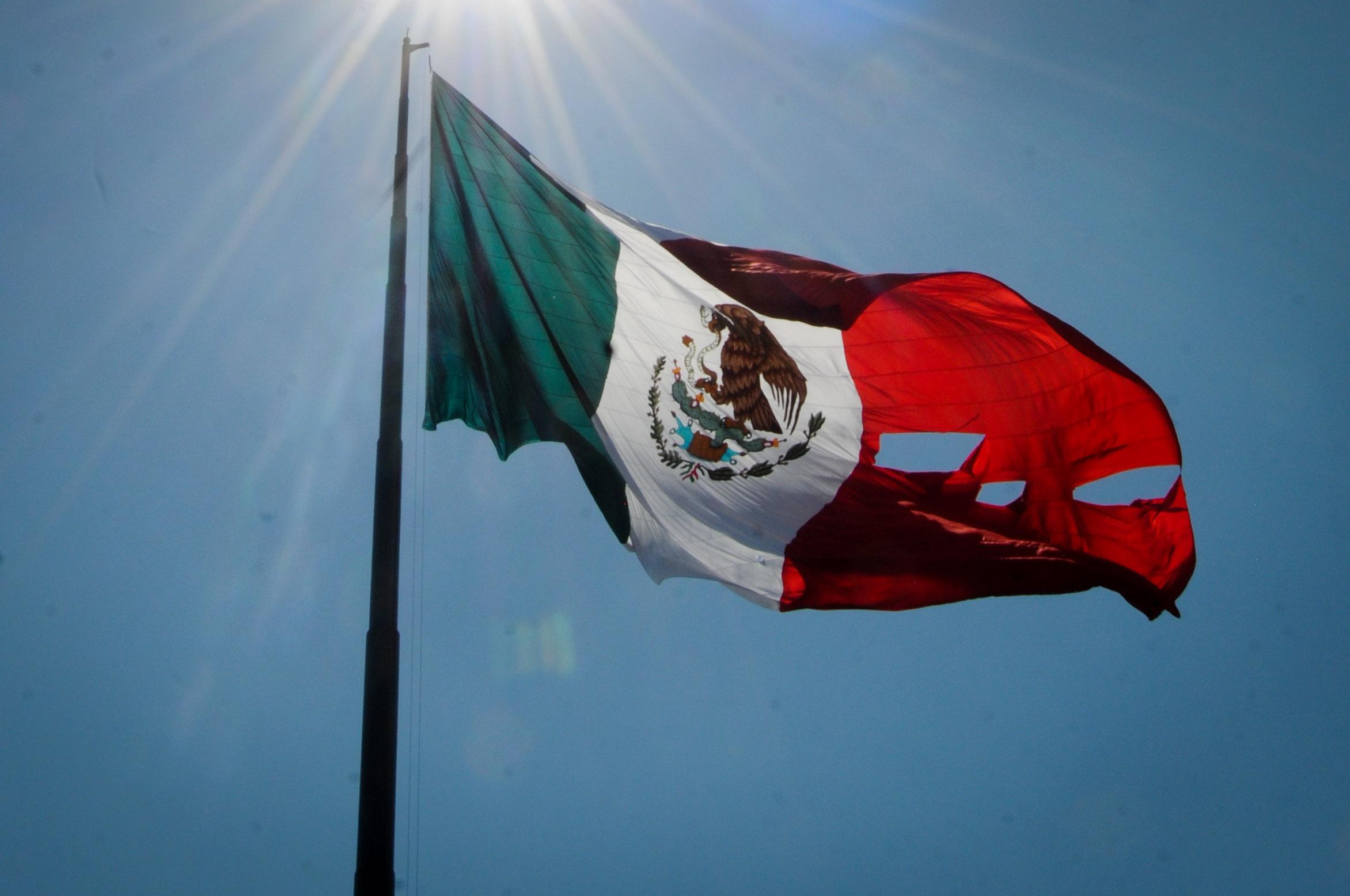 EN FOTOS: Bandera De México Se Rasga En Ceremonia De EPN