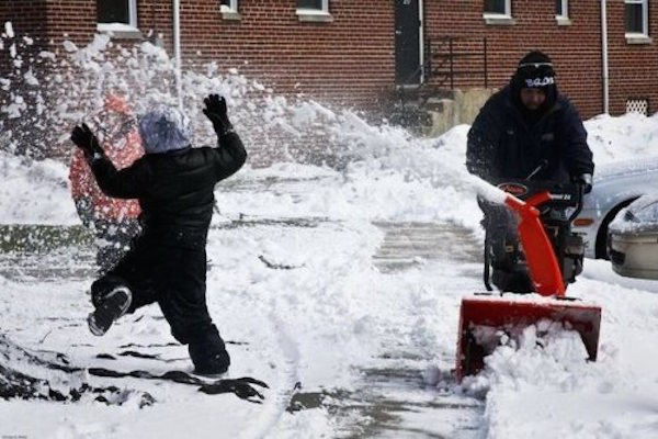 funny winter photos, funny snow photos, idiots in winter, snow blower fail