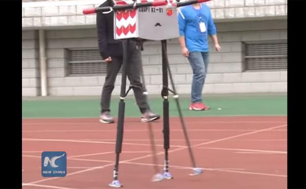 """在中国创造世界纪录的步行机器人谈论""""Shobo too www""""[视频]"""