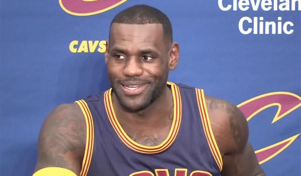 """NBA的""""国王""""谈论勒布朗詹姆斯的电视太大了"""