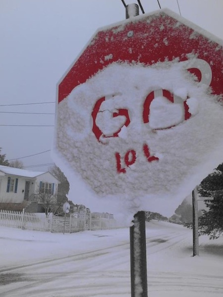 funny winter photos, funny snow photos, idiots in winter, go snow sign