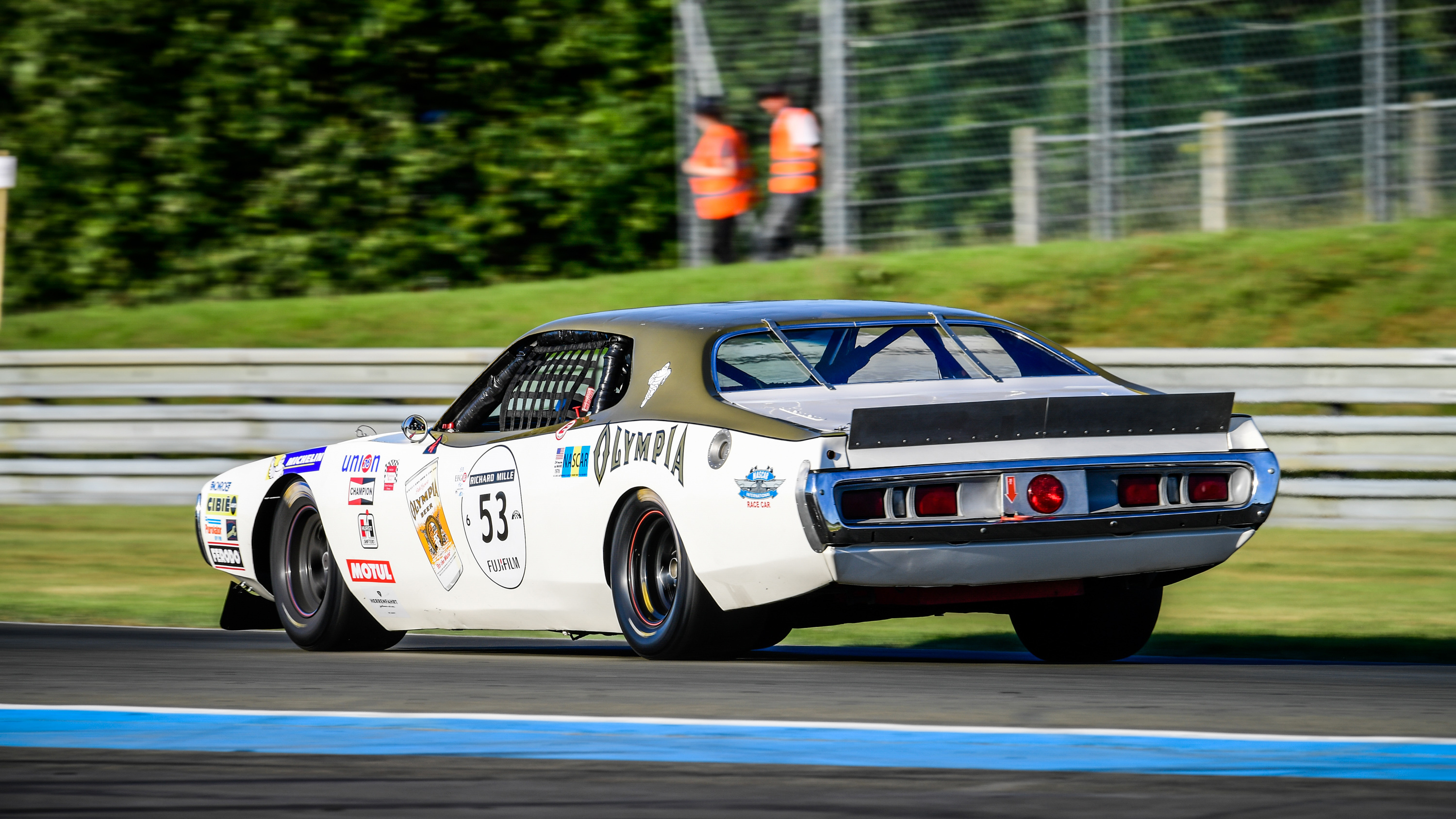 watch four hours of fantastic machinery at le mans classic 2016 autoblog. Black Bedroom Furniture Sets. Home Design Ideas