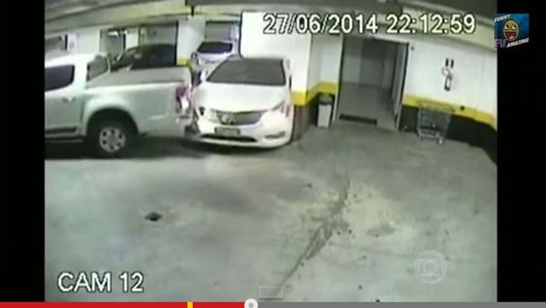 令人沮丧的......突然一个putzun!沮丧的司机车库太危险了