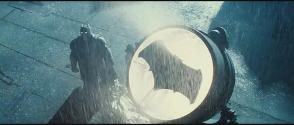 蝙蝠侠和超人战斗场景和神奇女侠!黑暗太长的Ver预告片