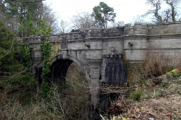 true stories that make you go nope, true scary stories, scotland bridge dog suicides