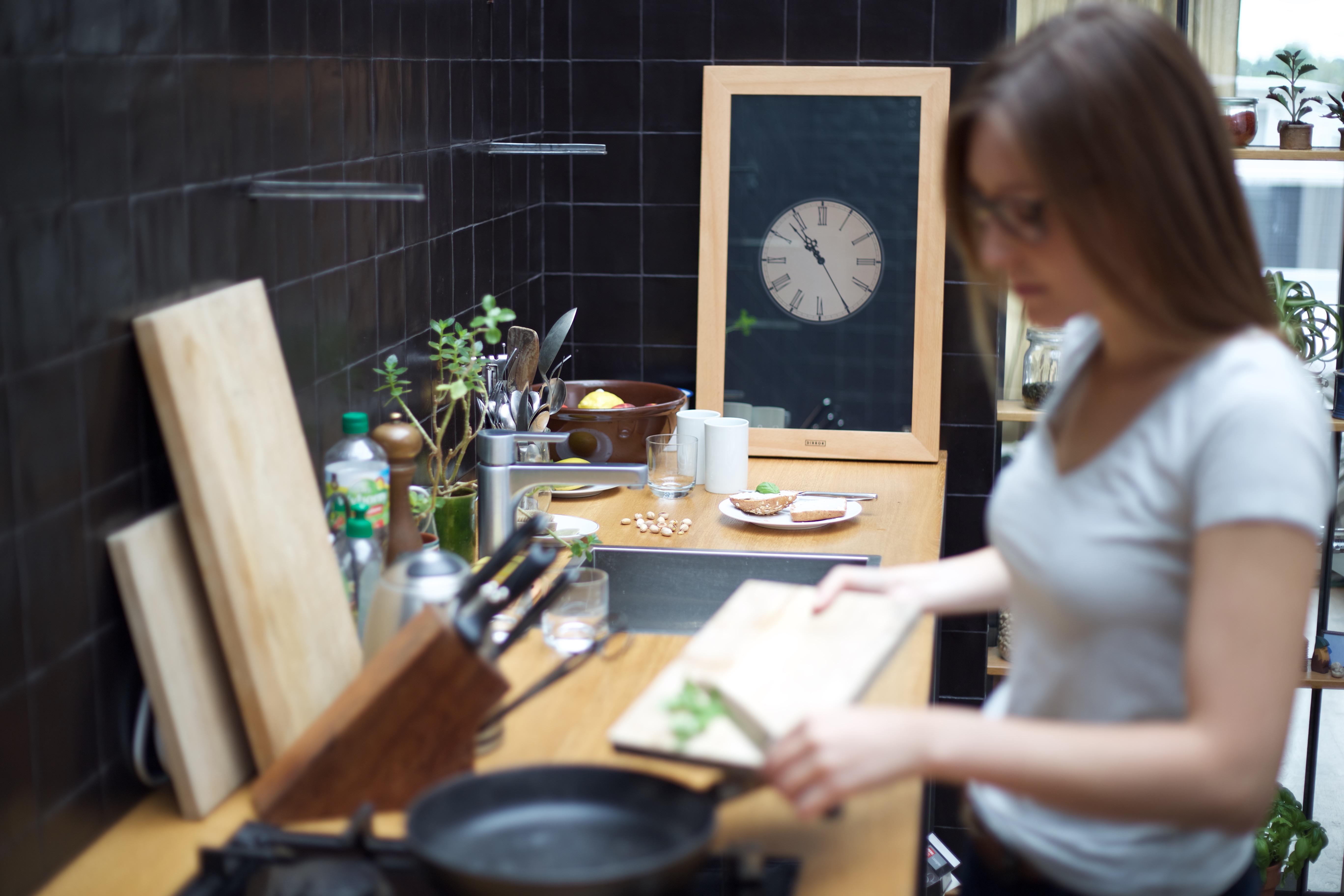dirror touch spiegel mit windows 10 engadget deutschland. Black Bedroom Furniture Sets. Home Design Ideas