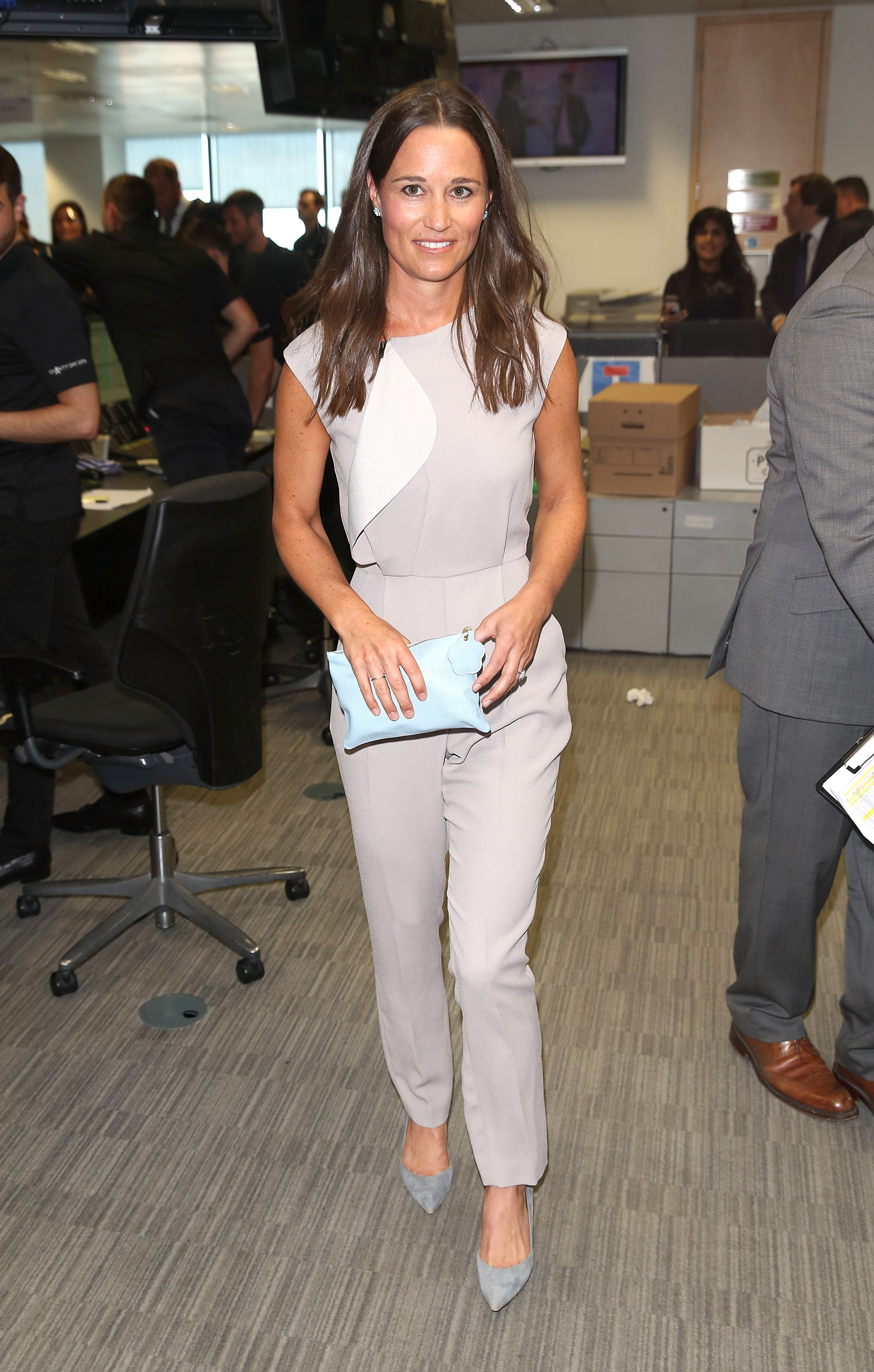 Bucklebury Middleton House Pippa Middleton Flashes Glitzy Engagement Ring At 9 11