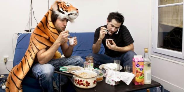 Va-t-on tous finir par manger à notre table basse?