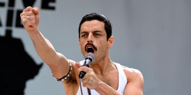 Rami Malek vive o astro Freddie Mercury (1946-1991) em cinebiografia elogiada.