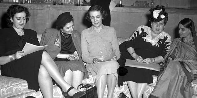 Fryderyka Kalinowski (Polonia), Bodgil Begtrup (Dinamarca), Minerva Bernardino (República Dominicana) y Hansa Mehta (India), delegadas de varios países de la Subcomisión de la Condición Jurídica y Social de la Mujer, Nueva York, 1946.
