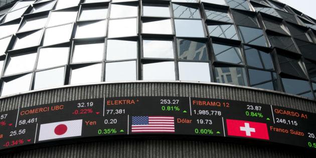 La Bolsa Mexicana de Valores (BMV) se hundió este jueves al cierre de las operaciones de más de 5%, el desplome más pronunciado en más de siete años.