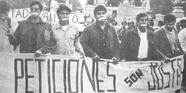 Hace 50 años, diversos alumnos decidieron taparse la boca con cinta adhesiva para demostrar que podrían manifestarse sin decir una sola palabra que pudiera ser usada en su contra.