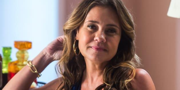 """Vilã interpretada por Adriana Esteves repete o sucesso de Carminha, de """"Avenida Brasil"""", e rouba a cena em novela da TV Globo."""