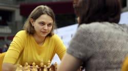Cette championne d'échecs a préféré perdre ses titres plutôt que de jouer en Arabie