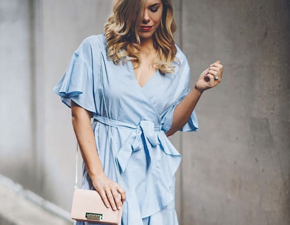 Street style tip of the day: Effortless wrap dress