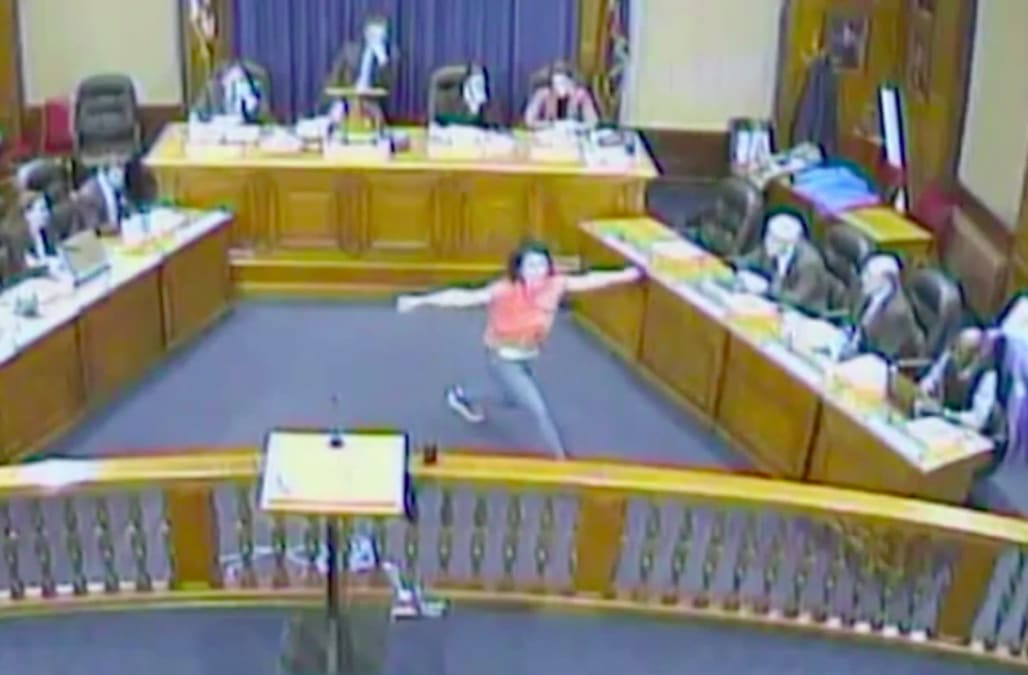Woman performs bizarre interpretive dance at city council meeting - AOL News