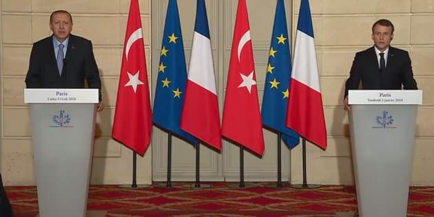 Comme face à Poutine, Macron tient un discours de fermeté face à Erdogan.