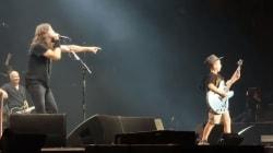 Grâce à Dave Grohl, ce garçon se rappellera de son concert des Foo