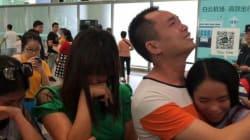 Una joven china se reencuentra con sus padres 13 años después de