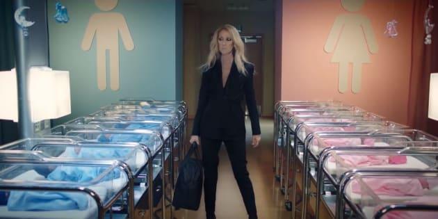 Dans ce clip promotionnel de sa marque, Céline Dion doit changer les vêtements de couleur bleue pour les garçons et rose pour les filles, en les remplaçant par les habits unisexes et gris de sa marque CELINUNUNU.